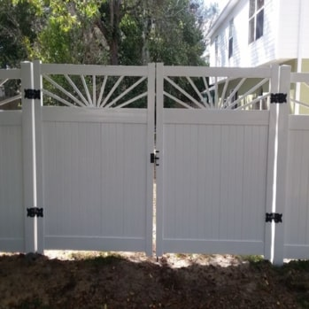 Vinyl fence gate with access to side yard of home