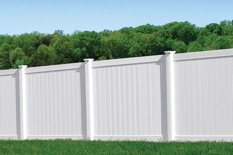 white vinyl fence six foot tall protecting a yard