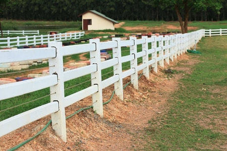 vinyl ranch rail fencing with cable in between rails